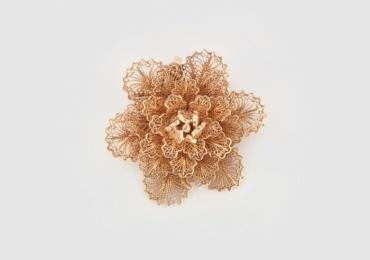 Broșă-pandant din aur, cu model floral frumos decorat în tehnica filigranului