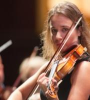 Violonista Anna Tifu va urca pe scena Ateneului Roman in gala de deschidere a Concursului Enescu 2016