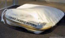 4 milioane de dolari pentru geanta in care Neil Armstrong a adus pe Pamant mostre selenare