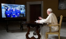 Papa Francisc a vorbit de la Vatican cu astronautii de pe Statia Spatiala Internationala