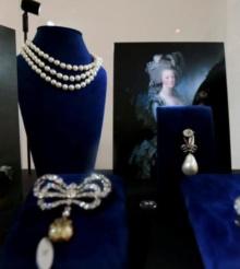 Bijuterii care au apartinut reginei Marie Antoinette, expuse in Dubai, inainte de a fi scoase la licitatie