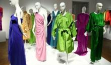 1 milion de dolari pentru rochiile create de Yves Saint Laurent pentru Catherine Deneuve
