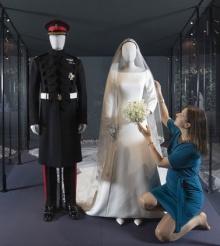 Tinutele purtate de ducele si ducesa de Sussex la nunta, expuse la Edinburgh