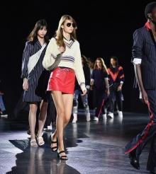 Designeri romani la New York Women's Fashion